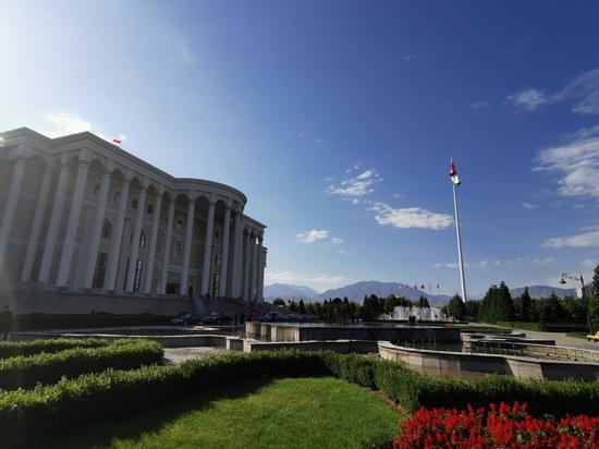 △塔吉克斯坦总统府,又称民族宫,建成。于2008年,位于杜尚别市中间。(央广记者潘毅拍摄)