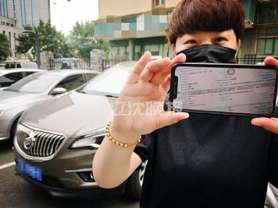 当事人家属给记者看车的肇事记录。