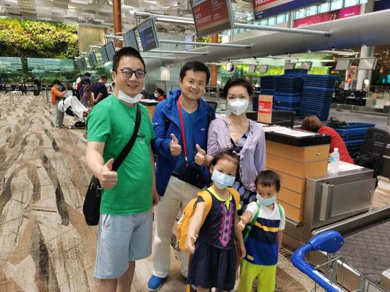 庞升东和机场乘客相符影