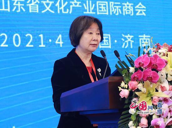 中国开发性金融促进会副会长兼秘书长郭明社主持会议