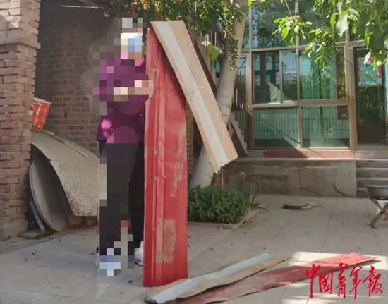 京广高铁河北省定州段存彩钢板隐患 彩钢板权属和后期维护问题成谜