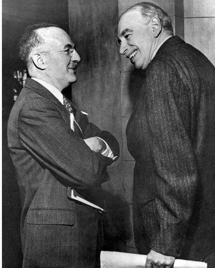 怀特(左)和凯恩斯(右)