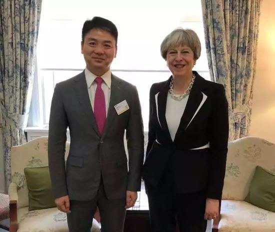 2018年2月,英国首相特雷莎·梅访华时会见刘强东
