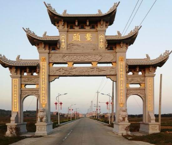 福清县三山镇鳌头村村头。