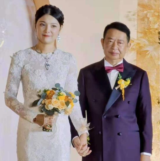 """63岁新郎和38岁新娘婚前往事:""""没有她也许就没有我的成果"""""""