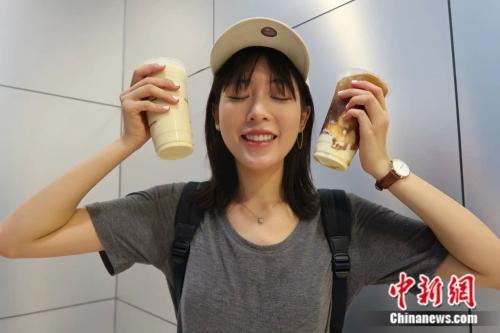 年轻人更喜欢现调奶茶,而不是香飘飘等传统奶茶。来源:受访者供图。