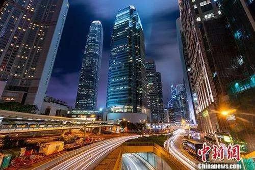 香港中环写字楼林立。中新社记者 张炜 摄