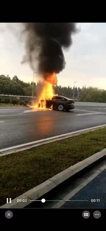 上海一蔚来EC6碰撞起火,驾驶员丧生