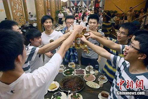 报告:深圳就业市场51人竞争一个岗位 平均薪酬过万