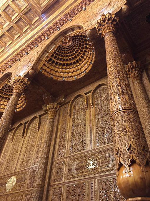 △纳乌鲁兹宫使用大量半宝石及高档木材,其中木雕面积就达3500平方米。(央广记者张添宁拍摄)