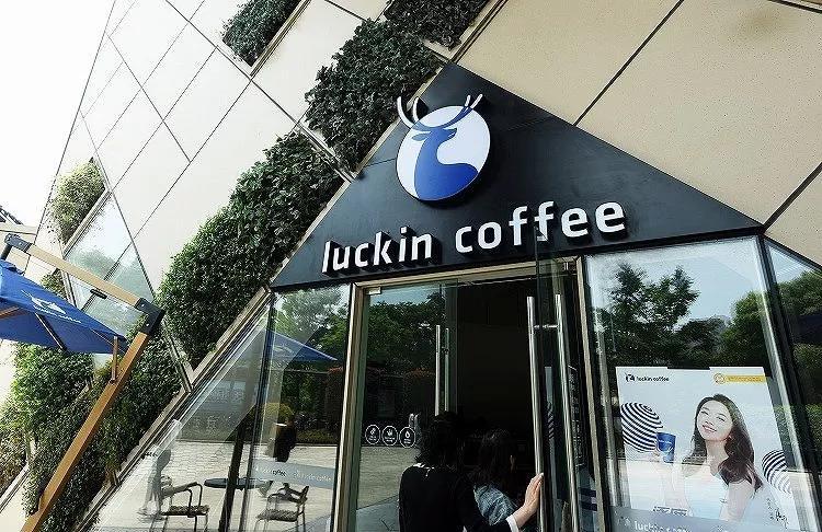 5月17日,瑞幸咖啡在納斯達克成功上市,創造了全球最快IPO記錄。圖片來源:視覺中國
