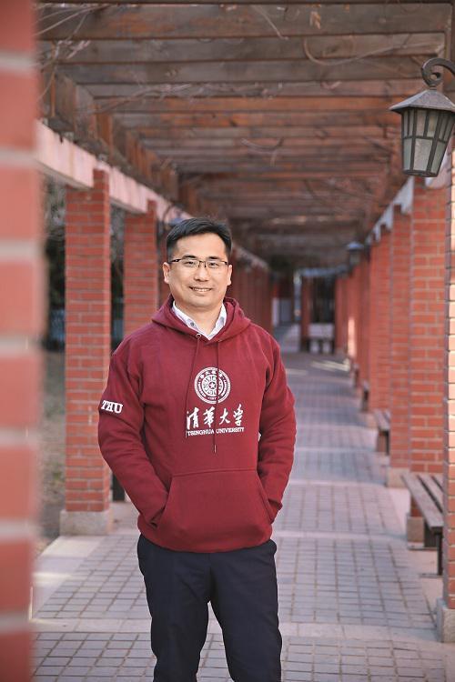 2019年3月21日,杨德龙在北京接受《环球人物》记者采访。(本刊记者 侯欣颖 / 摄)