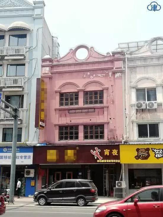 粉色的楼就是原来的鸿福楼