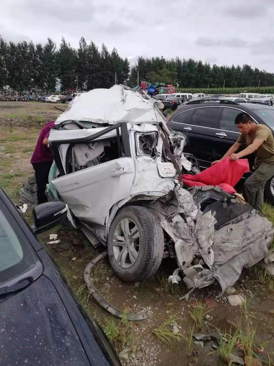 ▲被撞毁的车辆