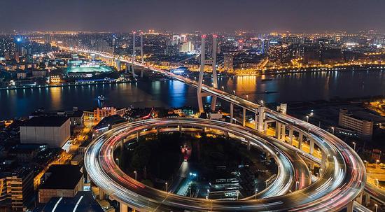 """人民日报:""""投资热土""""彰显中国经济韧性"""