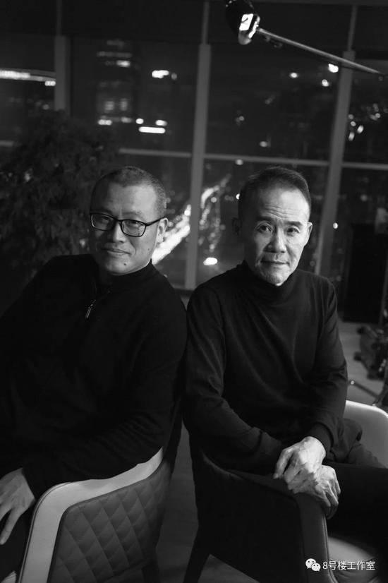 王石与新浪高级副总裁邓庆旭(图片来源:新浪财经《至少一个小时》节目)