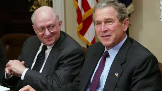 费尔德斯坦与时任美国总统幼布什