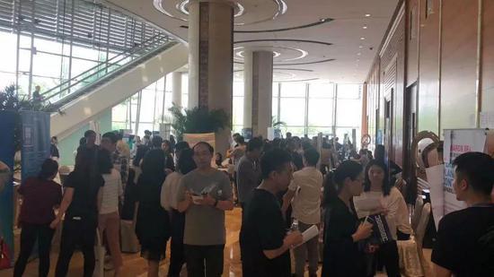 5月10日,中关村软件园甲骨文专场招聘会现场。图片来自网络