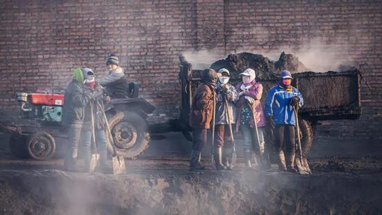贸易商与终端抢煤产地涨至670 产出即销手慢无!