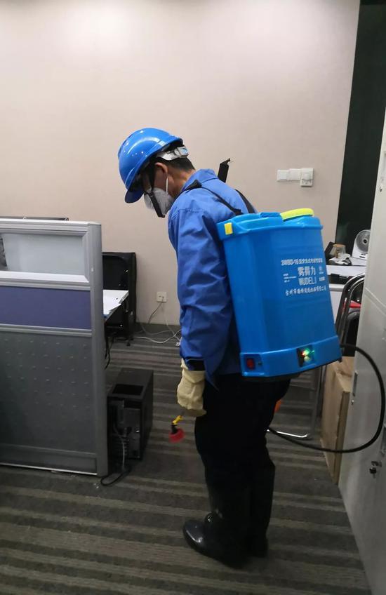 中国驻祸冈总发馆齐力帮忙抗击疫情 再接捐赠物质援助湖北