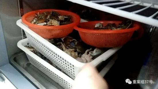 胖哥俩肉蟹煲被投诉螃蟹有臭味、豆腐发酸、鸡爪有腥味 多名食客就餐后出现腹泻等症状