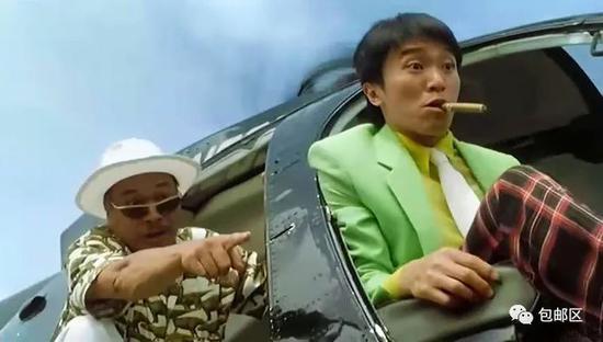他应该在车顶 不应该在车底
