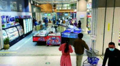 ▲ 盒马鲜生林奥店的活海鲜区域处在最清晰的入口处
