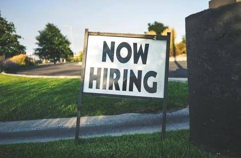 """""""我不会回去工作"""":美国印第安纳州居民起诉州长结束联邦失业救济"""