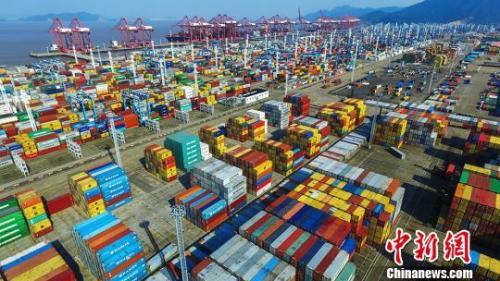 图为宁波舟山港。 丁继敏 摄