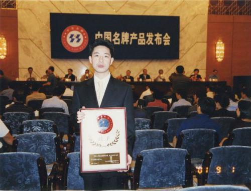宁波宁靖鸟前卫服饰股份有限公司董事长 张江平老师