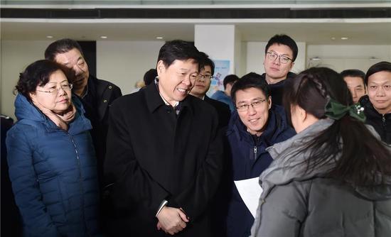 2018年12月26日,国家税务总局局长王军在北京市雍和航星科技园调研个税政策培训辅导情况(陈国城摄)