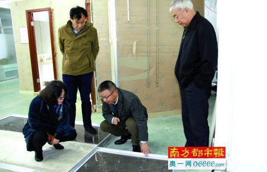 行家组现场察望集体卫浴产品。原料图片
