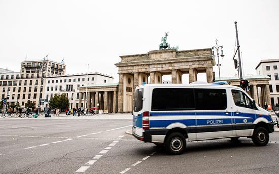 新冠疫情与经济再拉警报 默克尔:德国人团结才能抗疫