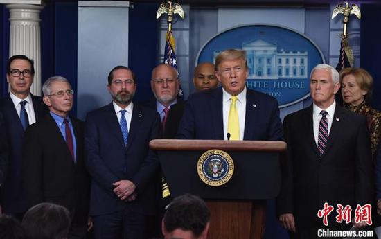 當地時間3月9日,美國總統特朗普在白宮表示,將於10日與國會共和黨議員討論工資收入減稅措施,以應對新冠肺炎疫情。 中新社記者陳孟統攝