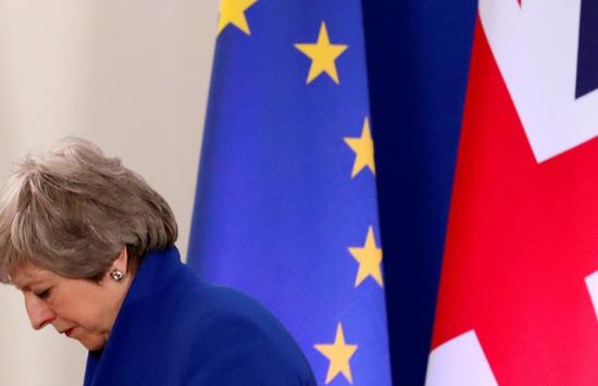 英国首相特雷莎-梅的脱欧最后努力遭议会全面否决
