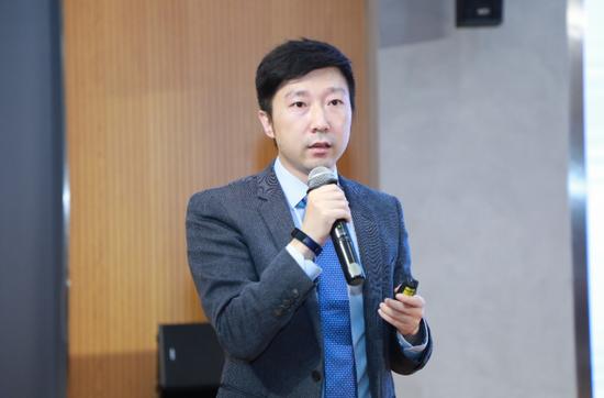 清华大学厉克奥博:打破户籍制度 推行居住证制度