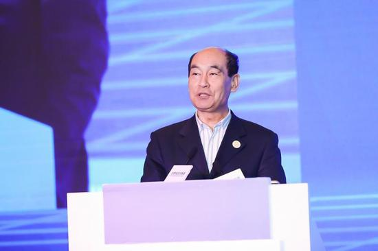 中国基金业协会母基金专委会主席、全国社保原副理事长王忠民