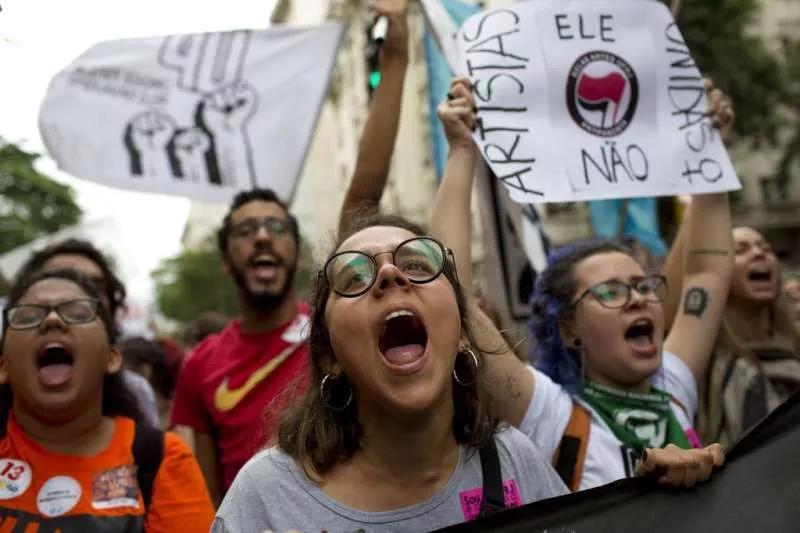 2018年巴西总统大选,巴西民多抗议波索纳罗