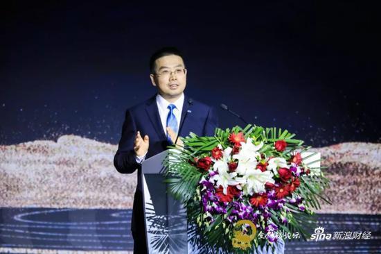 苏宁金融钻研院院长黄金老出席2018新浪金麒麟论坛并发外演讲