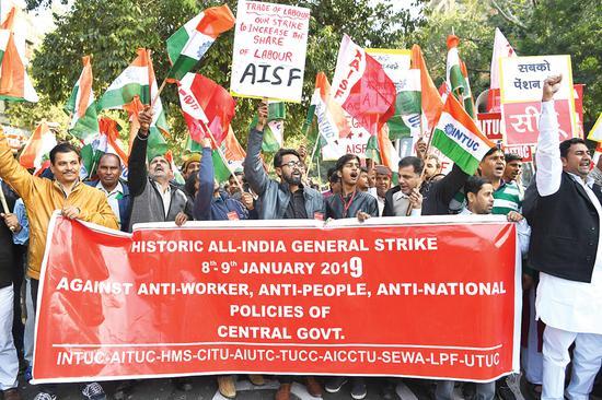 印度全国爆发工人罢工 约2亿人参与抗议活动