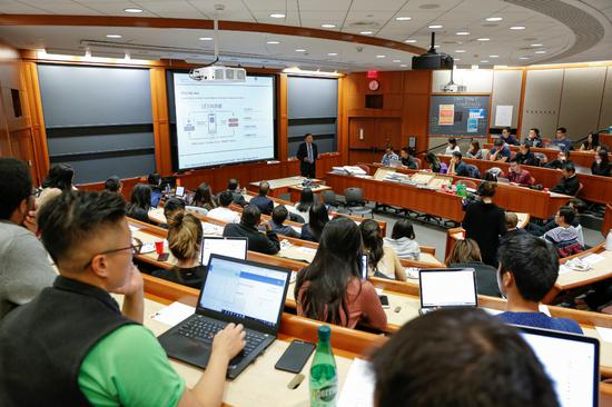 乐信CFO曾岩在哈佛大学演讲