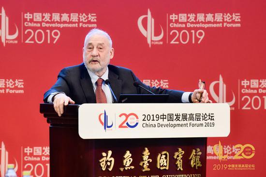 哥伦比亚大学教授; 2001年诺贝尔经济学奖获得者约瑟夫·斯蒂格利茨