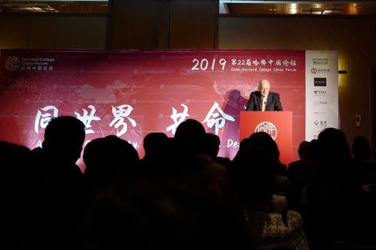 (美中关系全国委员会会长Stephen Orlins在开幕式致词)