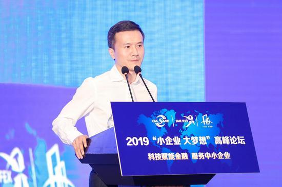 中国中小企业协会副会长,江苏鱼鹰商飞有限公司董事长凡哲浩
