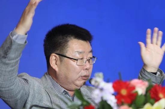 西方这一年肆无忌惮干涉中国内政王毅迎面正刚