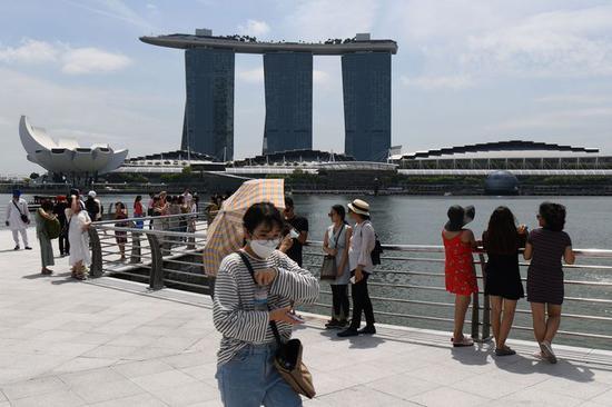 新加坡预计今年经济萎缩5.7% 抹去过去两到三年增长