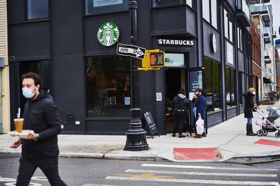 星巴克将为美国员工加薪至少10%