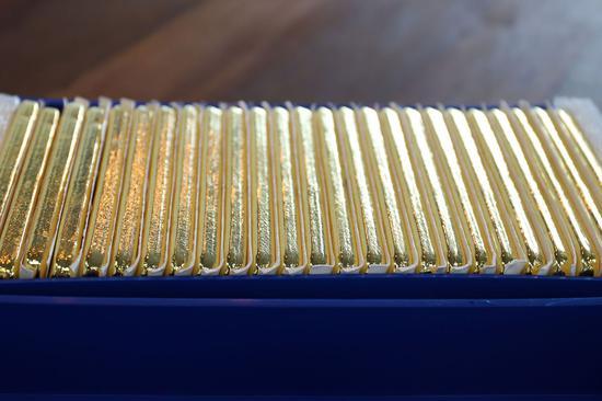 周五黄金期货涨0.9% 铜期货涨3.2%创纪录新高