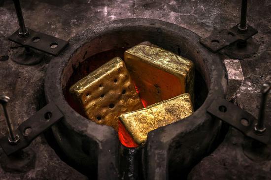 黄金期货本周下跌5.9% 创15个月来最大周跌幅