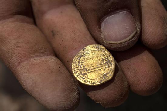 黃金期貨周一收高0.7% 創兩周新高